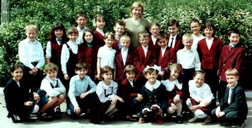 из личного архива Лилии Никитиной (центральный ряд: 5й слева - Вова, 7й слева - Саша, 2я справа - Марина)