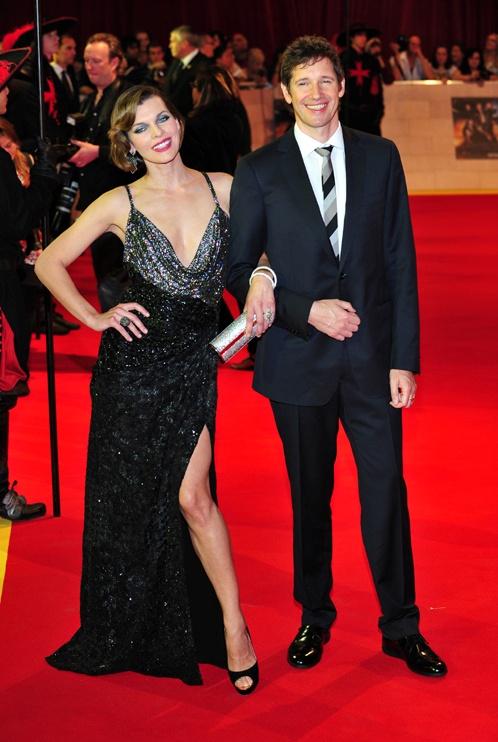 На красной ковровой дорожке Мила повилась под ручку с мужем, режиссером Полом Андерсоном. Фото: Splash/All Over Press.