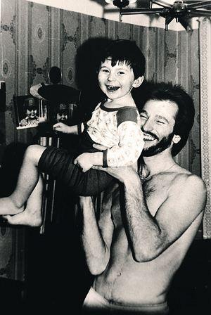 Москва, 1983 год. Певец с сыном Игорем.
