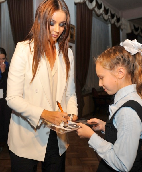 Оксана всегда очень тепло относилась к своим поклонникам. Особенно к детям. Фото: Евгения ГУСЕВА