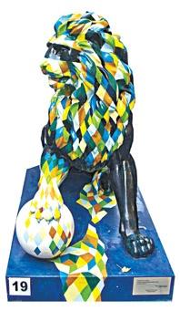 Львовская делегация во главе с мэром привезла еще один подарок – символ своего города – скульптуру льва.
