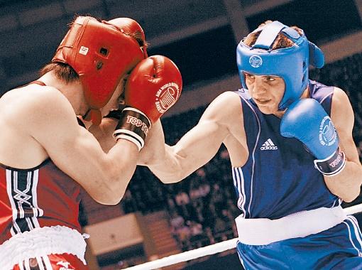 Хитров (справа) в Баку перехитрил всех соперников и надавал им по бокам.