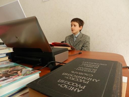Кроме русского и украинского, мальчик изучает 4 иностранных языка