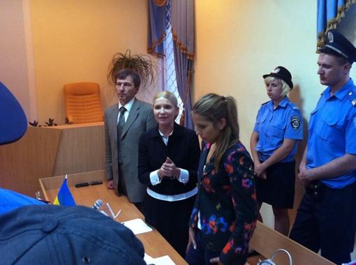 За два месяца содержания в СИЗО Тимошенко сильно похудела, пропало желание накладывать плотный макияж и заплетать косу.