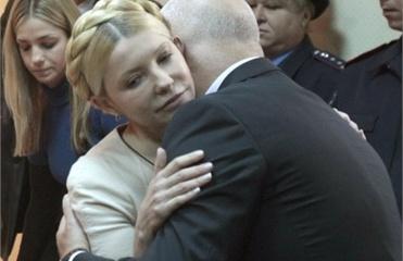 Тимошенко все время сидела рядом с мужем. Фото УНИАН