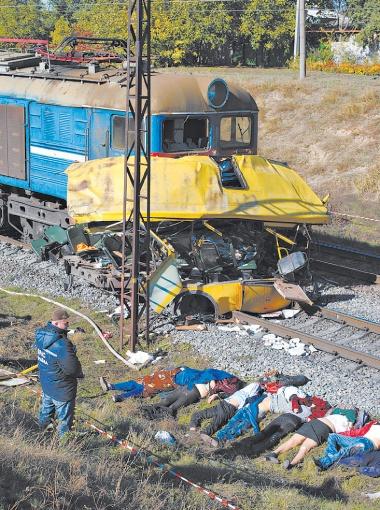 Из 53 человек, ехавших в маршрутке, выжили только семеро. Виновным в трагедии признали водителя автобуса, посмертно.