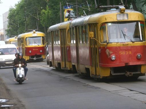 Для сравнения - киевский трамвай. На него даже смотреть больно.