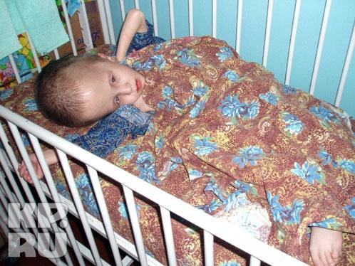 Дети с огромными головами (с диагнозом гидроцефалия) - есть в каждой палапте отделения милосердия Фото: Лариса МАКСИМЕНКО