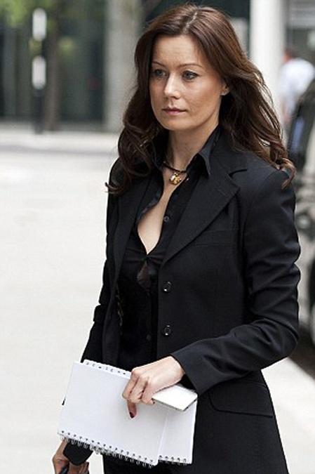 Гражданская жена Березовского повилась в классическом брючном костюме от Дольче и Габбана. Фото: Daily Mail.