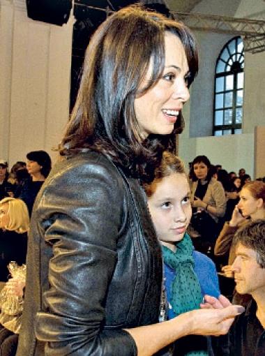 Женская половина семьи Кличко приобщилась к отечественной моде.