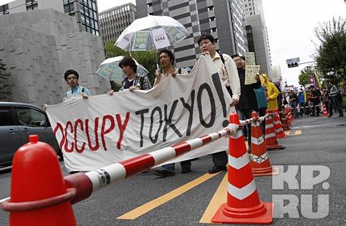 Участники акции в Токио  Фото: REUTERS