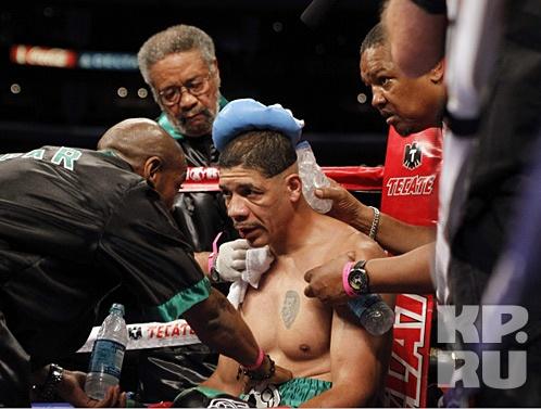 Боксер, без вины отсидевший 26 лет, с триумфом вернулся на профессиональный ринг  Фото: REUTERS
