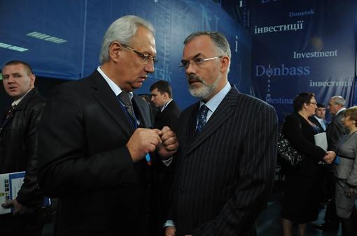 Министры  в кулуарах обсуждали свои вопросы.  Фото Константина Буновского