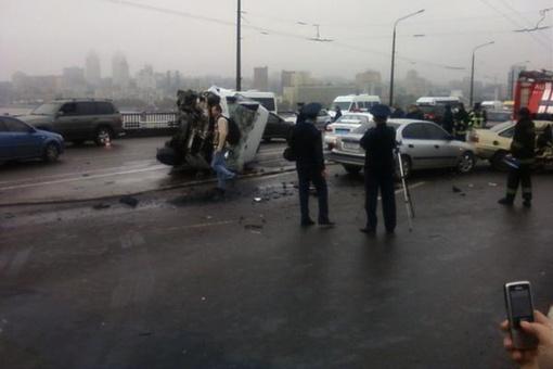 На месте происшествия работают гаишники. Фото: blogr.dp.ua