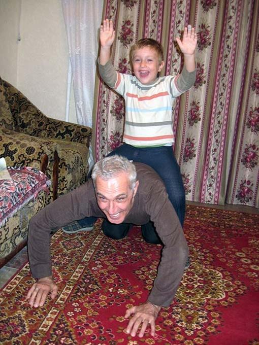 - Дедуля, по-о-о-ехали быстрее!!!