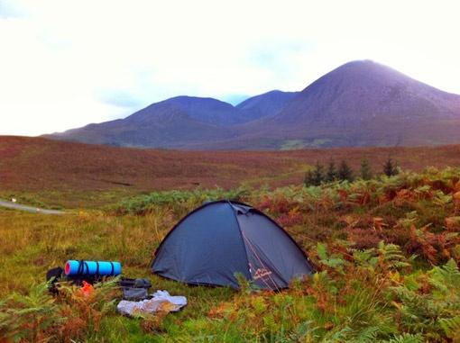 Эта палатка служила Максу Бурцеву ночлегом и в безлюдных горах, и на городских улицах Шотландии.