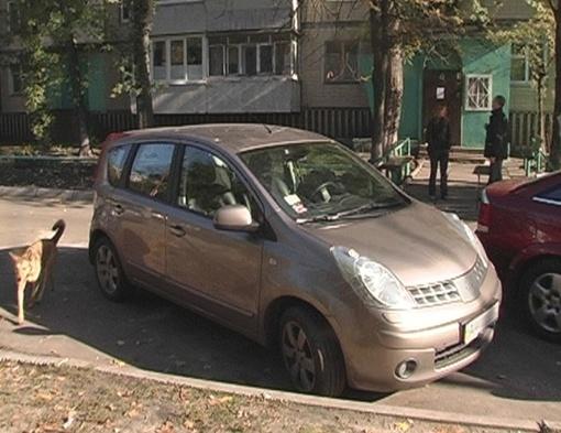 Машины подверглись обстрелу. Фото: Магнолия-ТВ.