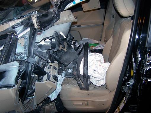 Удар был такой силы, что руль вдавило глубоко в салон. Подушки безопасности не спасли водителя.