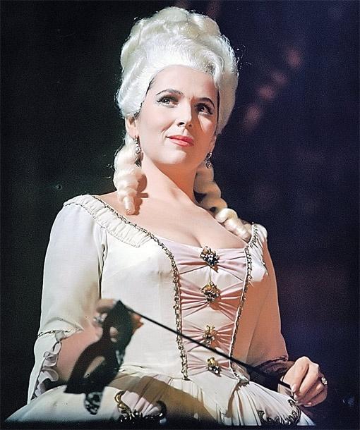 На сцене Большого Вишневская исполнила больше 30 партий, среди которых - и Лиза из