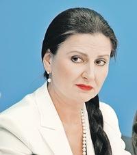 На скамью подсудимых экс-премьера посадила депутат Инна Богословская. Тоже женщина с косой