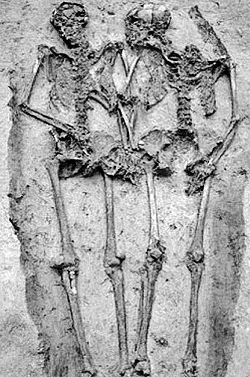 Скелеты влюбленных из Модены: нет повести печальнее на свете...