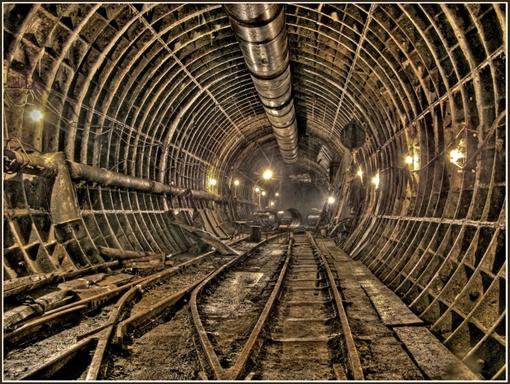 Строительство тоннеля остановилось загадочным образом.