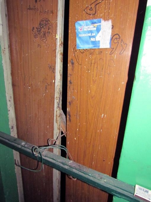 Злополучный лифт не работает до сих пор.