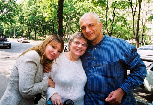 Главбуха ЕЭСУ (на фото в центре) с Юлией и Александром Тимошенко связывала крепкая дружба.
