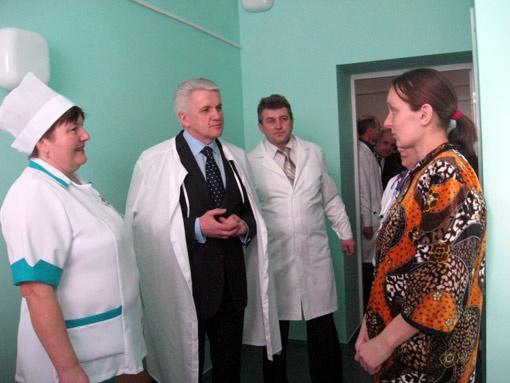 8 февраля 2011 года Владимир Литвин приезжал на открытие райбольницы и познакомился с многодетной мамой, которая как раз родила близнецов.
