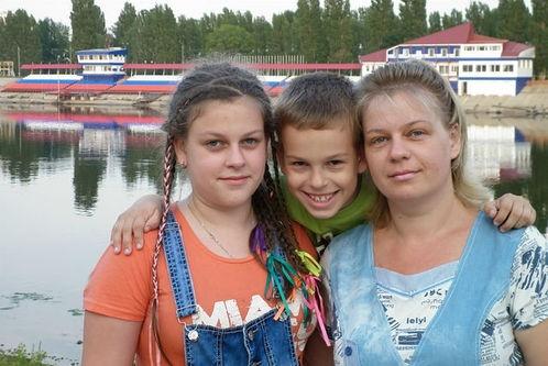Семья Гайдайчук разбилась в автобусе, всех троих выхаживают врачи.  Фото: из семейного архива