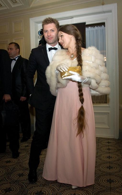 Андрей Кравчук пришел на бал со скандальной писательницей Ладой Лузиной.