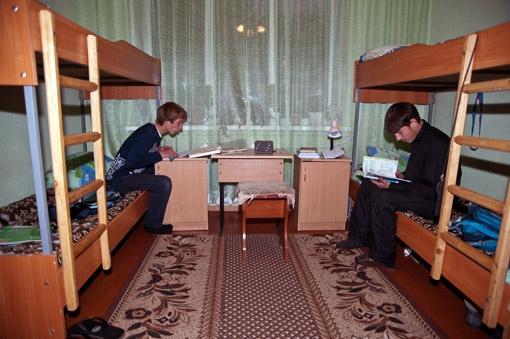 А в небольших уютных спальнях воспитанникам под силу выучить любой урок.