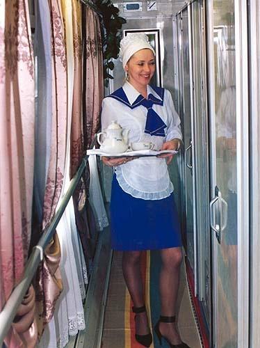 В основном скрашивать путь футбольным фанам будут девушки.Фото с сайта www.samolety-poezda.ru