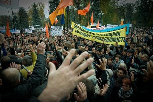 Янукович сегодня был строг с Азаровым и Анищенко. Фото: golosua.com
