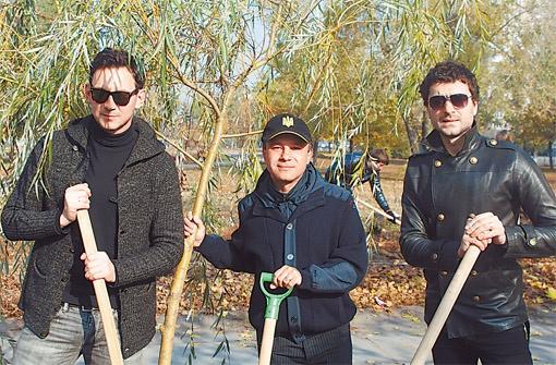 Константин Кубряк (в центре) и группа