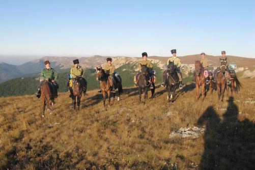 Кадеты в конном походе, посвященном 70-летию партизанского движения в Крыму
