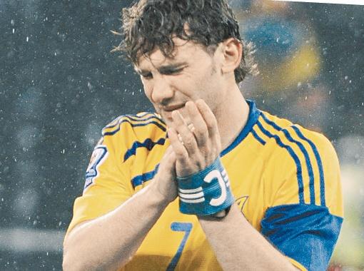 Слезы капитана сборной Украины после поражения от Греции в 2009 году.