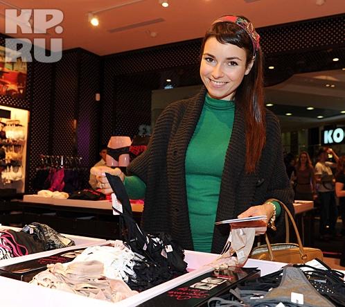 Понарошку рассказала, что покупать бюстгальтеры пуш-ап ей теперь незачем Фото: Мила СТРИЖ