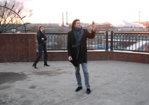 Дмитрий Маликов во время прогулки по Ижевску заснял на свой айфон набережную города и трубы завода