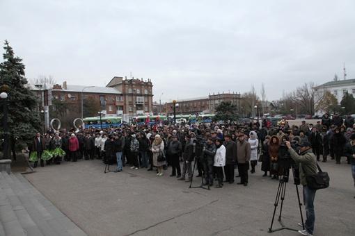 Торжественная церемония передачи троллейбусов городу состоялась на центральной площади Северодонецка