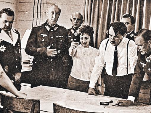 Лиознова в декорациях бункера Гитлера. Кадр со съемок