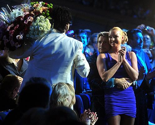 Николай Басков целовался в партере с балериной Анастасией Волочковой. Фото: Евгения ГУСЕВА