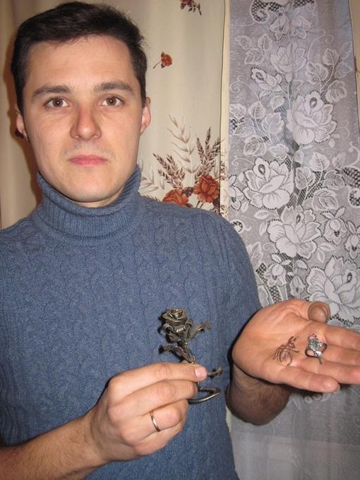 Александр Ракшевский обращается с металлом, словно с пластилином