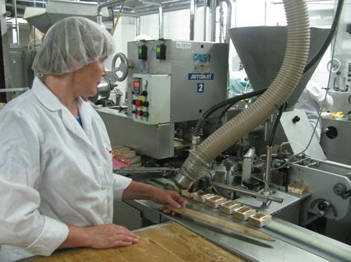 Производство плавленых сырков.