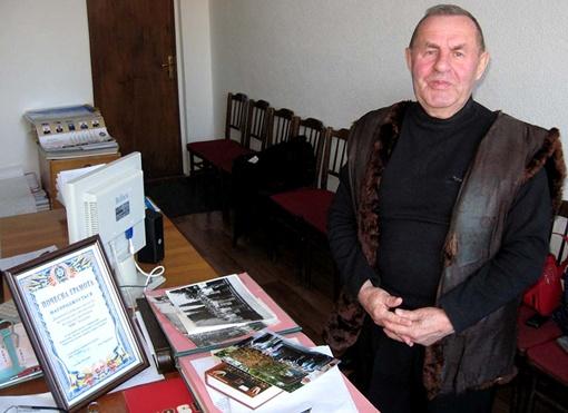 Полковник Виктор Литвин за годы службы в советской милиции получил более 60 правительственных наград, был занесен в книгу почета МВД СССР, а его фото красовалось на министерской доске почета.