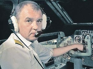 Андрей Соломенцев понимал: происходит что-то не то. Но упорно пытался оторвать борт от земли.