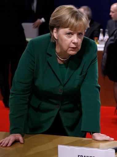 Ангела Меркель предлагает ужесточить контроль за бюджетами стран ЕС.