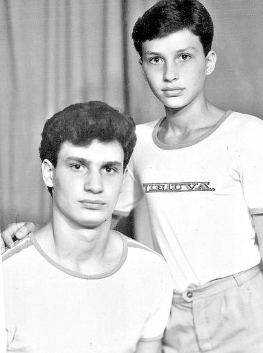 Виталий и Володя вместе поднимались на боксерский Олимп. Фото пресс-службы Фонда братьев Кличко.