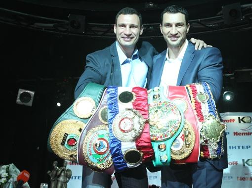 За 15 лет украинцы собрали в своей коллекции все чемпионские пояса супертяжелого дивизиона. Фото Максима ЛЮКОВА.