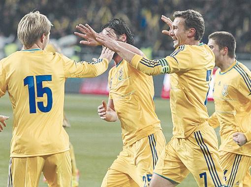 В минувшую пятницу в игре против Германии футболисты сборной Украины выглядели достойно, сыграв вничью - 3:3. Сегодня же ждем победы! Фото Максима ЛЮКОВА.